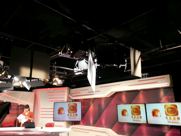 8TV NEWS STUDIO-3.jpg