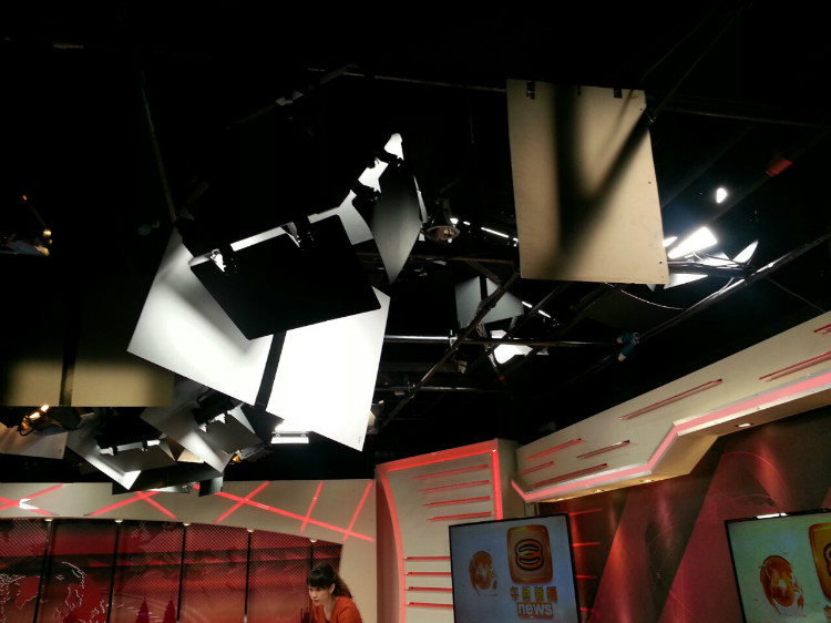 8TV NEWS STUDIO-5.jpg