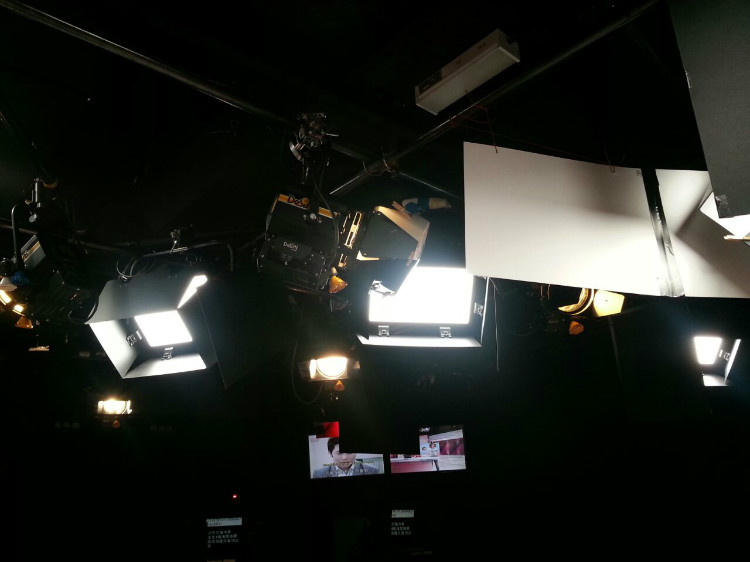 8TV NEWS STUDIO-6.jpg