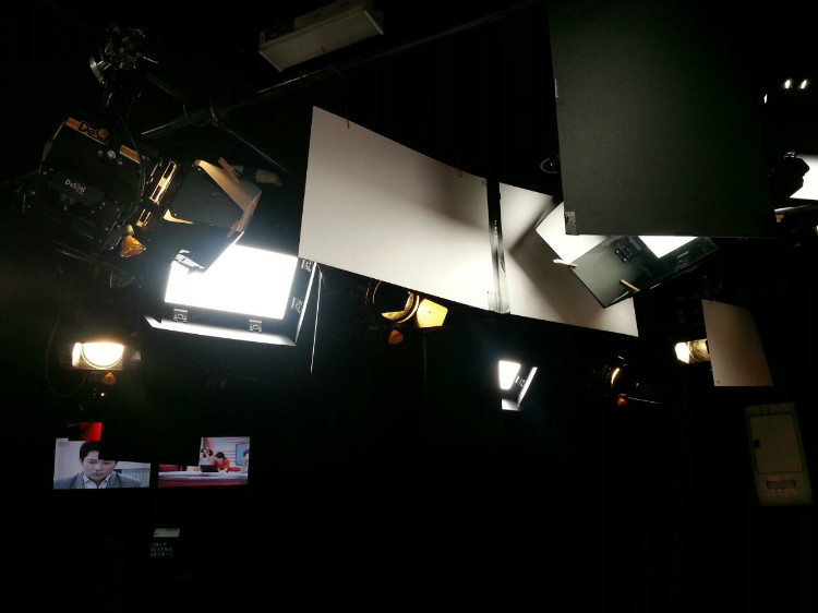 8TV NEWS STUDIO-7.jpg