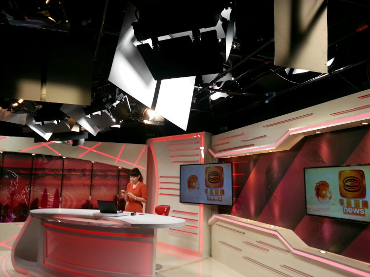 8TV NEWS STUDIO-1.jpg